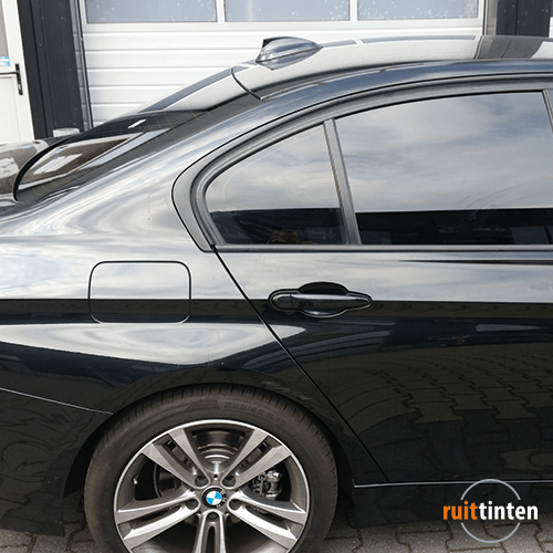 Zijramen BMW sedan laten blinderen